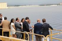 Inauguracion Cubierta Solar Onda - viendo la cubierta